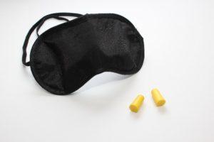 アイマスクの効果は睡眠の質を上げる!耳栓と併用すると更に効果的!