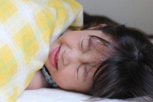 ヘルパンギーナ 子供や大人にうつるの?手足口病との症状の違い