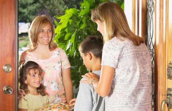 引っ越しの挨拶の品物(粗品)の相場、訪問時間帯はいつがいいの?