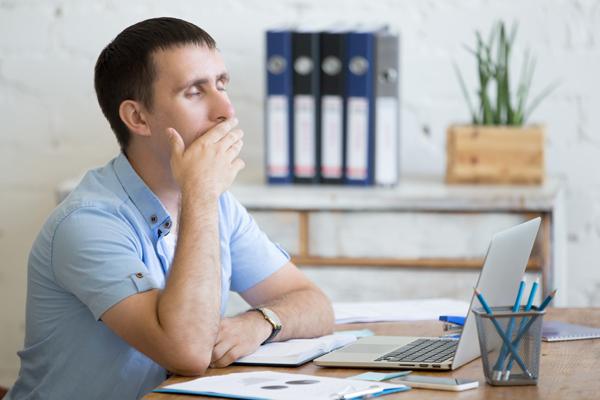 眠気覚ましの方法はツボや食べ物で!仕事、勉強、運転中の眠気解消!